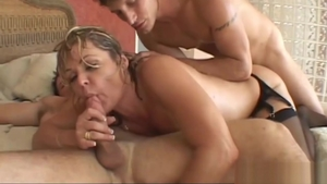 Mature Kelly Leigh double penetration