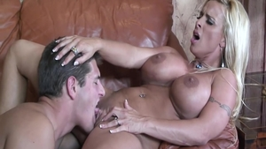 Shaved housewife Holly Halston craving doggystyle