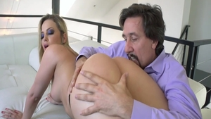 Big ass & very hawt Alexis Texas dick sucking on the couch
