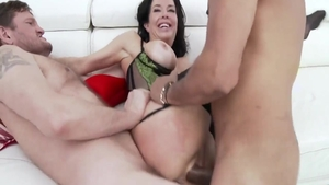 Large tits and kinky Veronica Avluv double penetration