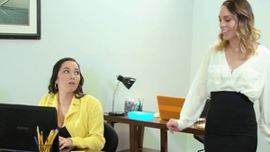 Lesbo threesome in office