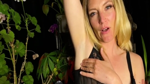 Real fucking with very kinky babe Mona Wales