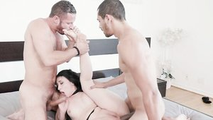 MMF starring big ass american brunette Mandy Muse