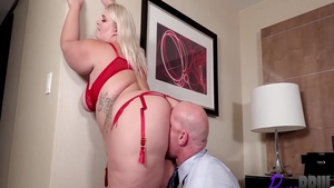 Big butt blonde Tiffany Star desires sloppy fucking