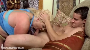 Young BBW Zoey Andrews gets a buzz out of blowjobs