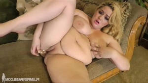 Young BBW Star Staxxx enjoys squirting