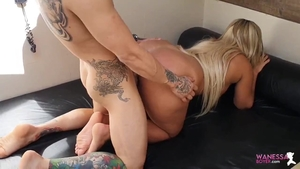 Big ass babe pussy eating