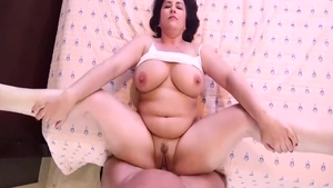 Hawt chubby MILF homemade sucking cock