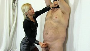 Ejaculation in the company of very hawt babe