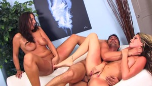 Pornstar Courtney Cummz group sex