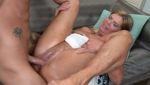 Huge boobs mature finds irresistible hardcore sex